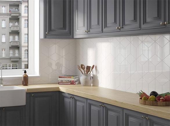 Cream rhombus wall tiles as a kitchen splashback